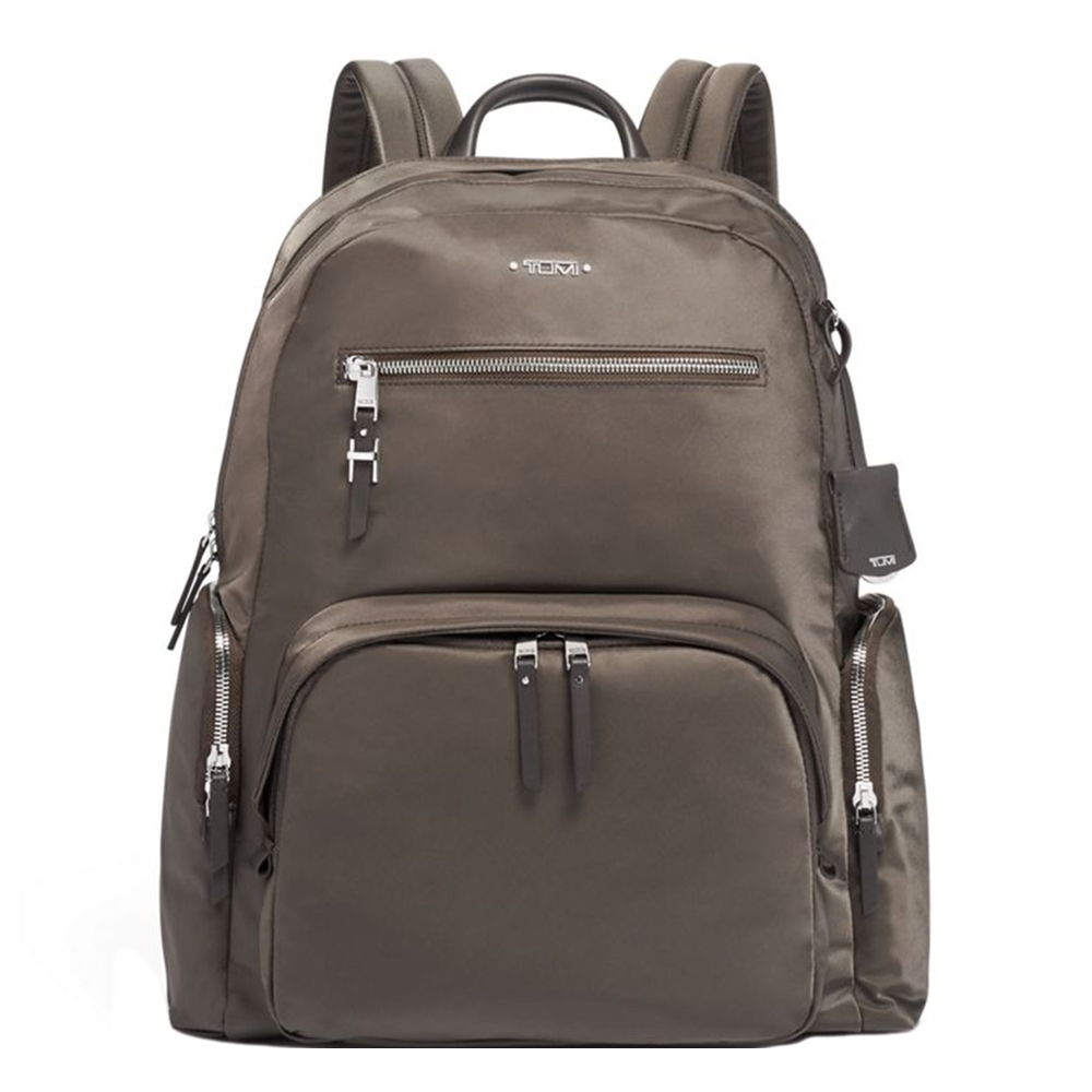 Tumi Voyageur Carson Backpack mink silver backpack <br/>€ 375.00 <br/> <a href='https://tc.tradetracker.net/?c=15082&m=779702&a=107398&u=https%3A%2F%2Fwww.travelbags.nl%2Ftumi-voyageur-carson-backpack-mink-silver.html' target='_blank'>Bestellen</a>